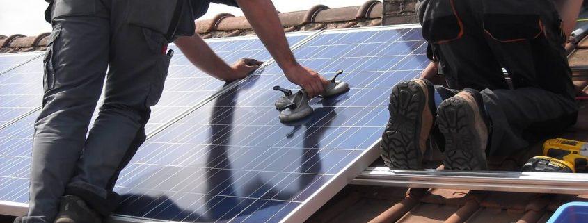 Aumenta la vida útil de tus paneles solares gracias a un mantenimiento adecuado